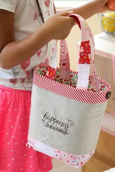 8898b5478ac3 created this pretty tote bag lunch tote from Sedef Imer s Sweet Orchard for Riley  Blake Designs.