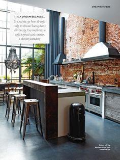 Me gusta la idea mejor de la parrilla de ese lado de la pared y el fregador de frente al patio en la isla... este diseño de la cocina me gusta mucho