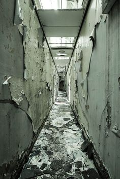 """killedtheinnocentpeople: """"Corridor by Geoparfitt. Abandoned Asylums, Abandoned Cities, Abandoned Houses, Haunted Houses, Derelict Buildings, Old Buildings, Urban Decay Photography, Bg Design, Abandoned Hospital"""
