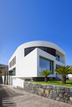 Curved Line Mediterranean House Mirrors The Clear Blue Sky - image 3