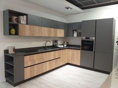 38 fall kitchen trends color, style and seasonal goodness 3 « inspiredesign Kitchen Room Design, Luxury Kitchen Design, Kitchen Cabinet Design, Kitchen Sets, Home Decor Kitchen, Kitchen Layout, Interior Design Kitchen, Grey Interior Design, Modern Kitchen Interiors