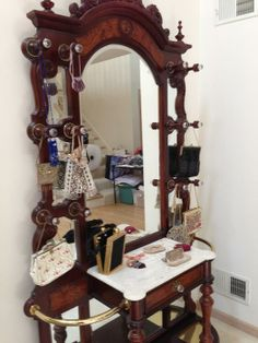 Found on EstateSales.NET: Collection of antique beaded bags!!