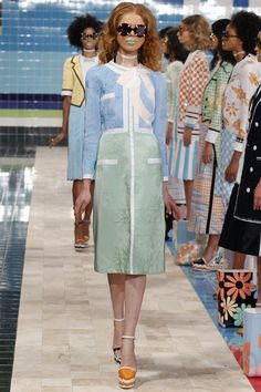 See all the Collection photos from Thom Browne Spring/Summer 2017 Ready-To-Wear now on British Vogue Catwalk Fashion, Fashion Week, Fashion 2017, High Fashion, Fashion Show, Fashion Looks, Fashion Design, Thom Browne, Spring Summer Fashion