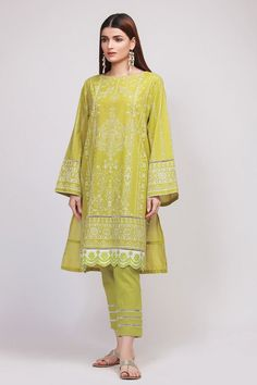 Khaadi Latest Summer Lawn Dresses Designs Collection consists of best printed & embroiderd 2 pc, 3 piece suits, kurtis and single shirts! Pakistani Fashion Casual, Pakistani Dresses Casual, Pakistani Dress Design, Indian Fashion, Casual Dresses, Kurti Designs Pakistani, Kurti Pakistani, Fashion Dresses, Formal Outfits