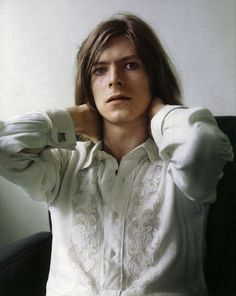 Anonymous said: it's weird that boy george compared louis to david bowie. Bowie isn't even attractive. secondly, fuck right off. Young or old, David Bowie is. Anthony Kiedis, Goblin King, Jennifer Connelly, Mick Jagger, Freddie Mercury, Beautiful Men, Beautiful People, Nice People, Beautiful Songs