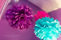Purple, pink and turquoise pom poms! A fun decor element and an easy DIY project.