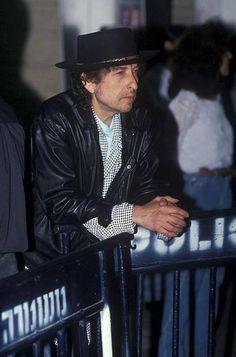 rain girl in rain city Like A Rolling Stone, Rolling Stones, Bd Cool, Bob Dylan Live, Bob Dylan Lyrics, Girl In Rain, 20th Century Music, Before Midnight, Eric Clapton