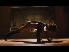 Maniac | Michael Sembello | Flashdance  Dirigido por Adrian Lyne    Flashdance é um dos piores filmes que eu já vi. O galã do filme é um dos caras mais feios que já passou por Hollywood, a protagonista é totalmente piriguete, sem dó nem piedade, e a história… bom… não pode-se dizer que existe exatamente uma história, está mais para trechos desconexos de coisas que fazem um filme vender como cenas picantes de amor...