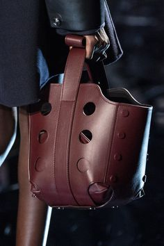 Milan Fashion, Fashion Show, Leather Handbags, Leather Bag, Best Tote Bags, Creation Couture, Brown Fashion, Bag Sale, Creations