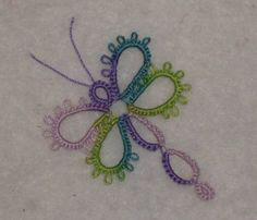 Riet's SSSR Dragonfly pattern-- I think I need to make this, I love tatting. Tatting Earrings, Tatting Jewelry, Tatting Lace, Shuttle Tatting Patterns, Needle Tatting Patterns, Crochet Patterns, Needle Tatting Tutorial, Tutorial Crochet, Dragon Fly Craft