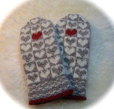 Ravelry: Alle Hjerter Vott pattern by Lill C. Knitted Mittens Pattern, Knit Mittens, Knitted Gloves, Knitting Socks, Hand Knitting, Knitting Charts, Knitting Patterns, Crochet Patterns, Norwegian Knitting