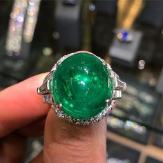A #gem cabochon #Colombian #emerald #diamond #ring