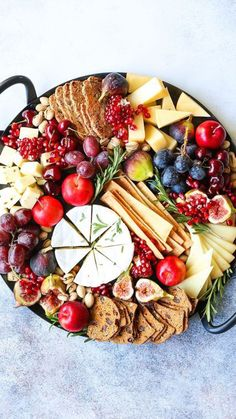 Holiday Cheese Board – The most EPIC appetizer board ever! With an assortment of… Holiday Cheese Board – The most EPIC appetizer board ever! With an assortment of cheeses, figs, nuts, and pomegranate, this is the must-have holiday recipe! Best Holiday Appetizers, Healthy Holiday Recipes, Holiday Parties, Plateau Charcuterie, Charcuterie Board, Tapas, Party Food Platters, Snack Platter, Cheese Fruit Platters