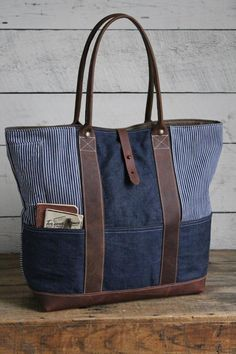 WWII era Denim & era Work Apron Carryall (I need to try this using a tote bag pattern and old jeans)Like how pockets wrap around base Sacs Tote Bags, Tote Purse, Sac Week End, Work Aprons, Denim Purse, Patchwork Bags, Crazy Patchwork, Quilted Bag, Recycle Jeans