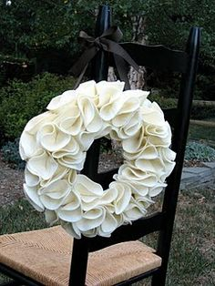 Another holiday wreath idea...looks like I should order some felt.