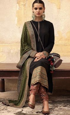 Dress suits Teen indian style Teen indischen Stil Best Picture For bride and Groom Outfit For Your Taste You are looking for something, and it is goi Indian Wedding Outfits, Indian Outfits, Wedding Dress, Indian Weddings, Pakistani Dress Design, Pakistani Outfits, Pakistani Designers, Indian Attire, Indian Wear