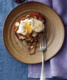 Poached Eggs With Mushrooms and Tomatoes | RealSimple.com