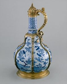 Ewer, 1573-1620 (Chinese porcelain) and ca. 1585 (English silver-gilt mounts). Metropolitan Museum of Art