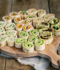 Wrap hapjes zijn perfect bij elke borrel, verjaardag of feestje. Denk aan zalmsalade of caprese. Vegetarisch is natuurlijk ook een optie, door lekkere groene wrap hapjes te maken. Snacks Für Party, Lunch Snacks, Healthy Snacks, Healthy Recipes, Easy Recipes, Comida Picnic, Happy Foods, Food Inspiration, Appetizer Recipes