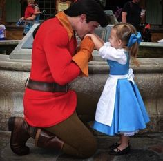 Mom Makes Incredible Disney-Themed Costumes For Her Daughter (8 costumes)