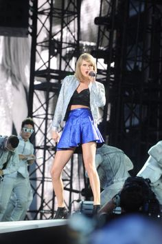 Taylor performing Welcome to New York during the 1989 World Tour in Pittsburgh 6.6.15