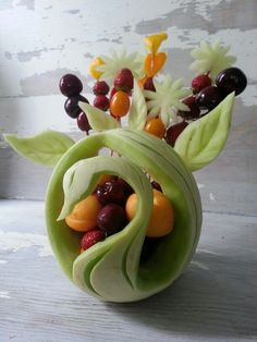 This technique is so useful and easy to make a food garnish flower from cucumber. Fruit Sculptures, Food Sculpture, Fruits Deguises, Amazing Food Art, Creative Food Art, Food Garnishes, Garnishing, Fruit And Vegetable Carving, Fruit Carvings