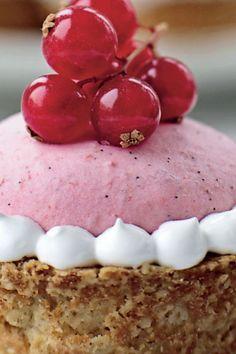 Havreskåle med ribsmousse og æble | femina.dk Diy Dessert, Panna Cotta, Is, Sweets, Ethnic Recipes, Foods, Food Food, Food Items, Gummi Candy