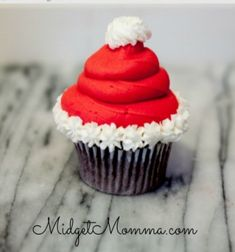 Its being to look at lot like Christmas in the kitchen! These Santa hat cupcakes are simple to make but look like a million bucks. In this nice craftblog you can find the instructions on how to make the Santa hat cupcakes, andstep by step instructions on ...