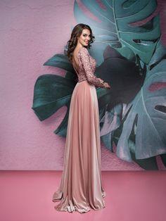 f7bf50131875 luxusné šaty pre svadobnú mamu so zamatovou sukňou Salons