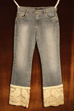 I have a pair of jeans that I need to make into capris... this would be a cute hem for them.