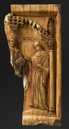 Constantinople ? Xe - XIe siècle Fragment de plaque : Déesis Ivoire H. : 14,60 cm. ; L. : 7 cm. ; Pr. : 1 cm.