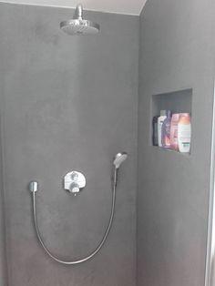 Gestucte badkamer in Nunspeet. Gemaakt met Beal Morthex | #sfeerhuysbudding #wieberdinkstukadoors #gestuctebadkamers #stuc #badkamers #beal #bealmorthex