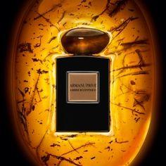 Armani Prive Ambre Eccentrico de Giorgio Armani es una fragancia de la familia olfativa Oriental para Hombres y Mujeres. Esta fragrancia es nueva. Armani Prive Ambre Eccentrico se lanzó en 2015. La Nariz detrás de esta fragrancia es Calice Becker. La fragrancia contiene ámbar, canela, haba tonka, pachulí, ciruela pasa y frutos secos.
