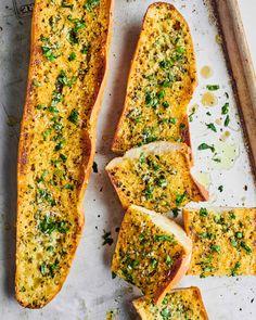 Best Garlic Bread Recipe, Make Garlic Bread, Baked Garlic, Easy Bread Recipes, Side Recipes, Bread Bun, Guy Fieri, Mediterranean Recipes, Stick Of Butter