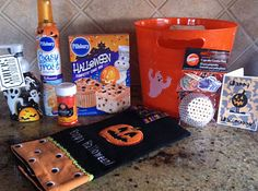 Maddycakes Muse: Boo Baskets Ideas for baskets to Boo neighbors! Holidays Halloween, Halloween Gifts, Spooky Halloween, Halloween Party, Halloween Stuff, Fall Gift Baskets, Halloween Gift Baskets, Halloween Care Packages, Halloween Traditions