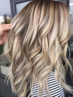 10 Blonde Hair Colors for 2019: Dirty, Honey, Dark Blonde and More Beautiful Blonde Hair, Light Blonde Hair, Blonde Hair Looks, Brown Blonde Hair, Hair Color Dark, Cool Hair Color, Blonde Honey, Golden Blonde, Short Blonde