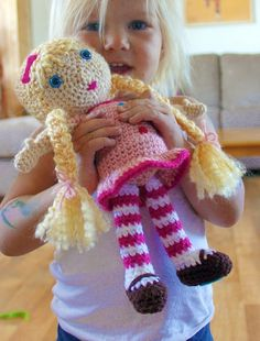 7 Best Images of Crochet Doll Patterns Free Printable - Free Crochet 18 Inch Doll Clothes Patterns, Free Printable Crochet Doll Patterns and Fashion Doll Crochet Patterns Free Crochet Gratis, Knit Or Crochet, Cute Crochet, Crochet For Kids, Crochet Baby, Crochet Doll Clothes, Knitted Dolls, Crochet Dolls, Crochet Doll Pattern