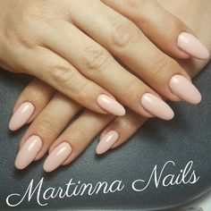 Oval pink nude nails