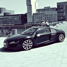 Hot dawg! Audi R8!