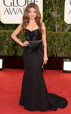 Sarah Hyland in Max Azria Atelier. Golden Globes 2013.