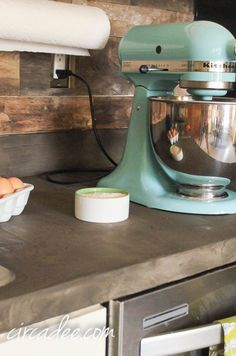 pallet wood backsplash + concrete kitchen counter