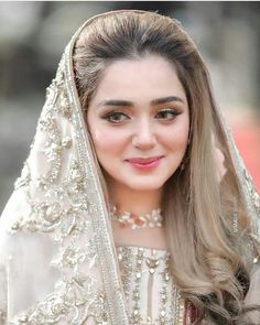Pakistani Bridal Makeup, Pakistani Fashion Party Wear, Pakistani Wedding Outfits, Muslim Fashion, Pakistani Couture, Bridal Outfits, Bridle Dress, Beautiful Women Videos, Fancy Dress Design