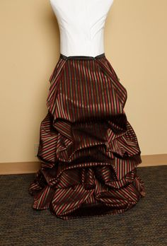 So EASY bustle skirt!  Perfect for princess dresses, pirate costume or school costumes.