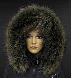 Kožešinový lem na kapuci z finského mývalovce v barvě lahvově zelené nebo chcete-li olivové. #oliva #lahvově #zelená #kožešinanakapuci #lemnakapuci #spongr #kuzedeluxe #mývalovec #finnraccoon Winter Hats, Fashion, Moda, Fashion Styles, Fashion Illustrations