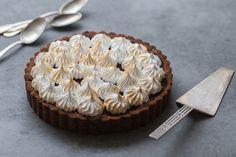 Je vous propose aujourd'hui une recette très très gourmande, exit la 'légère' (tout est relatif ^^) tarte au citron meringuée, voici la tarte choco-noisette meringuée!