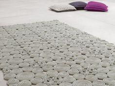 Tapete liso de lã com motivos SPIN by Paola Lenti