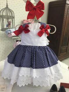 Cómo podéis estar viendo estos días,    no paran de entrar cosas bonitas en la tienda ... Uffff cómo viene esta temporada,    mucho color... Little Girl Dresses, Girls Dresses, Cotton Frocks, Dress Anak, White Eyelet Dress, Baby Dress Patterns, Frocks For Girls, Mom Dress, Pretty Dresses