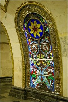 Novoslobodskaya metro station in Moscow (some of the prettiest subway stations in Russia!)