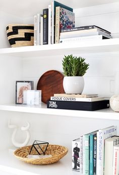open shelf styling ideas, modern living room with bookcase decor, bookcase styling in neutral built-ins, how to style modern shelves California Bungalow, California Decor, Bookshelf Styling, Bookshelf Ideas, Bookshelf Decorating, Bookshelf Inspiration, Bookshelf Organization, Organization Ideas, Handmade Home Decor