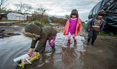 British writers and actors urge David Cameron to rescue refugee children